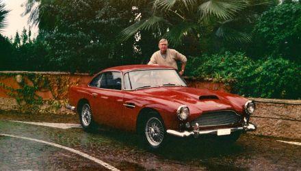 """La fameuse Aston Cinzano-red, omniprésente dans le livre """"Tous les bars de Zanzibar."""
